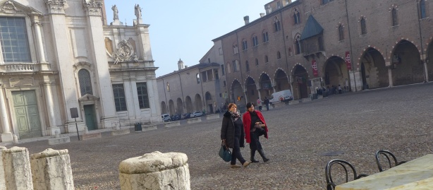 Building on the right is the Palazzo Ducale in Mantova, 500 rooms, home of Gonzaga family from 1328 to 1707